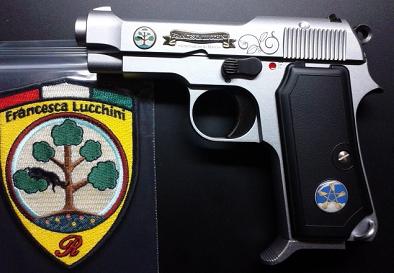 銃とワッペン.png